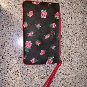 Large wristlet coach red and floral